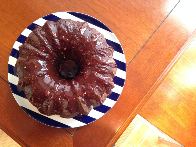 chocolte bundt cake with glaze 2